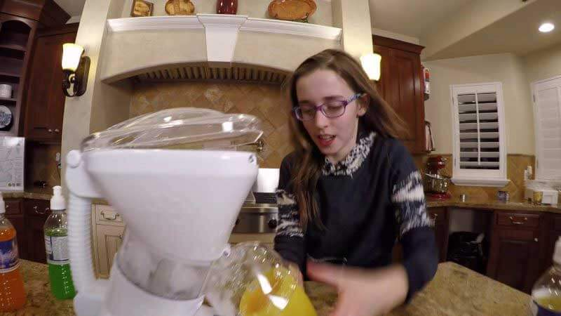 Little Snowie 2 - Fun with Shaved Ice at Home